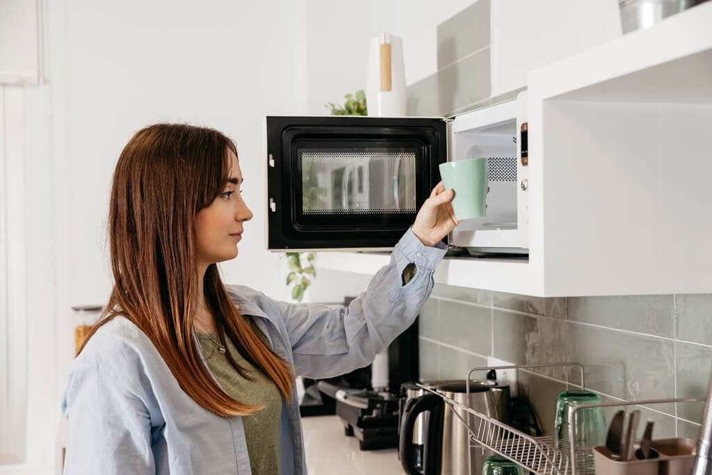 How to Place the Microwave in Your Kitchen